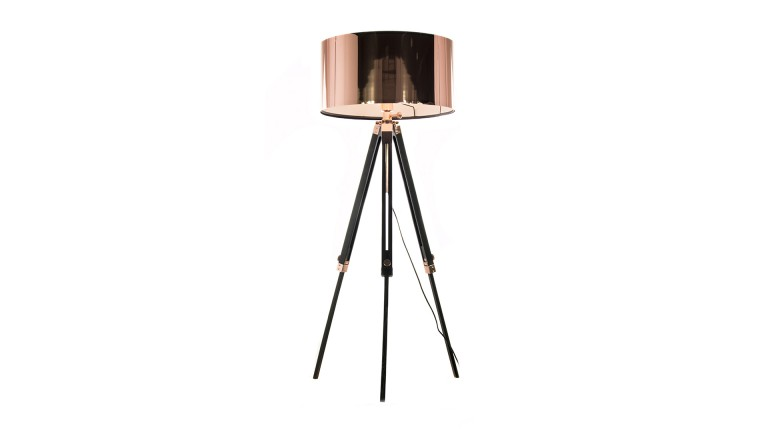 lampadaire tripod kirkenes couleur cuivre lampadaire mobilier moss ventes pas. Black Bedroom Furniture Sets. Home Design Ideas