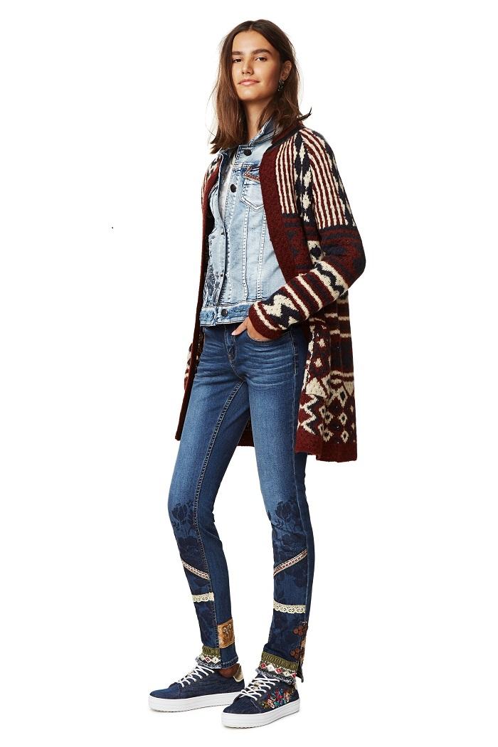 jean one avec d tail sur le bas desigual jeans femme desigual ventes pas. Black Bedroom Furniture Sets. Home Design Ideas