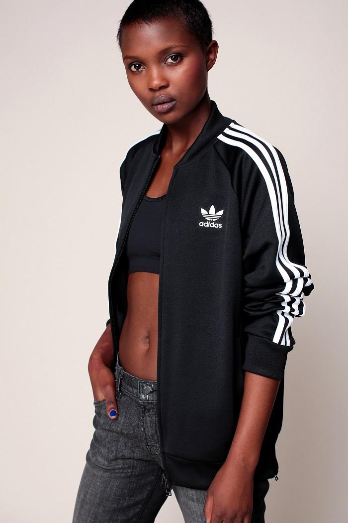 Adidas Originals Gilet zippé noir 3 bandes blanches sur les manches et logo imprimé