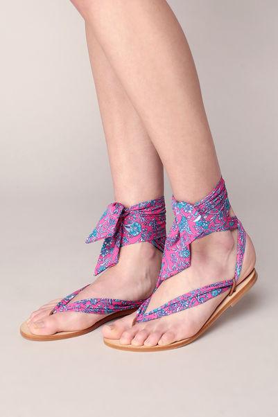 Sandales en cuir NUPIE avec liens en tissu imprimé fleuri rose, Sandales Monshowroom