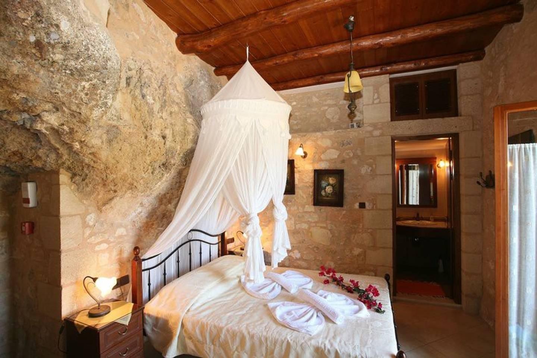 Airbnb - Luxueuse villa en pierre en Crète à Kaliviani
