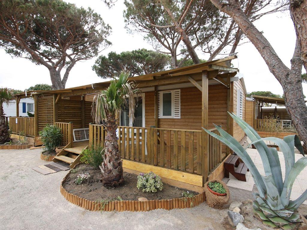 Abritel location ramatuelle chalet mobile home sur la for Salon du mobil home