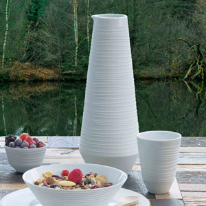 Carafe en porcelaine blanche stri e mood asa carafe for Asas interhome decoration