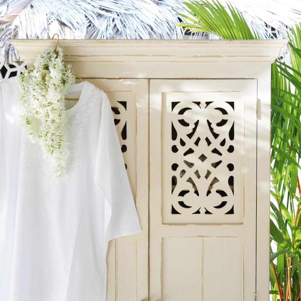 armoire 2 portes ayanna en manguier massif blanc armoire maisons de monde ventes pas. Black Bedroom Furniture Sets. Home Design Ideas