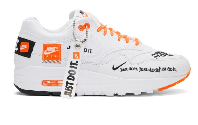 Nike Baskets blanches et orange Air Max 1 LX pas cher - Baskets Femme SSENSE