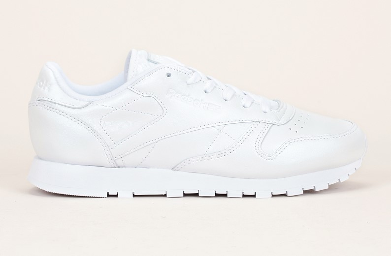 Baskets cuir blanc irisé Reebok pas cher, Baskets Femme Monshowroom