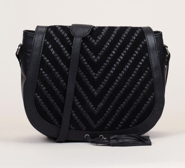Besace cuir noir tressé pompon bi-matière I Code by IKKS - Sacs Monshowroom