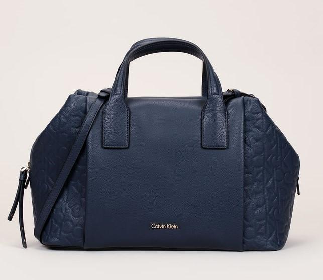 Cabas bleu nuit empiècements logo en relief Misha Duffle Calvin Klein - Sacs Monshowroom