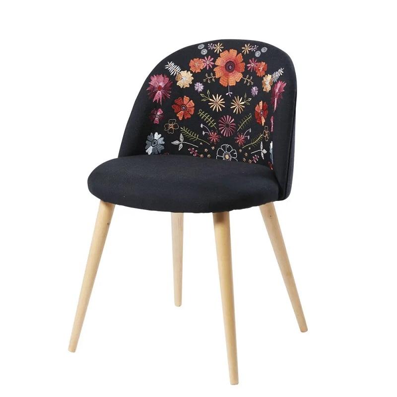 Chaise vintage Mauricette noire brodée et bouleau massif