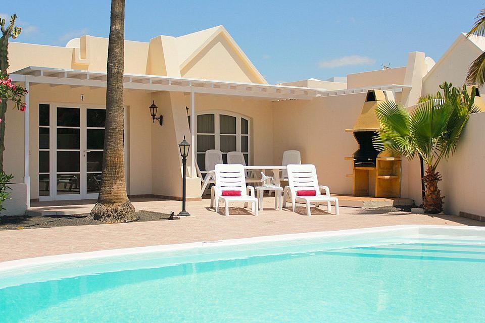 Abritel location lanzarote 3 chambres et piscine priv e pr s de la plage ventes pas for Vente de piscine pas cher