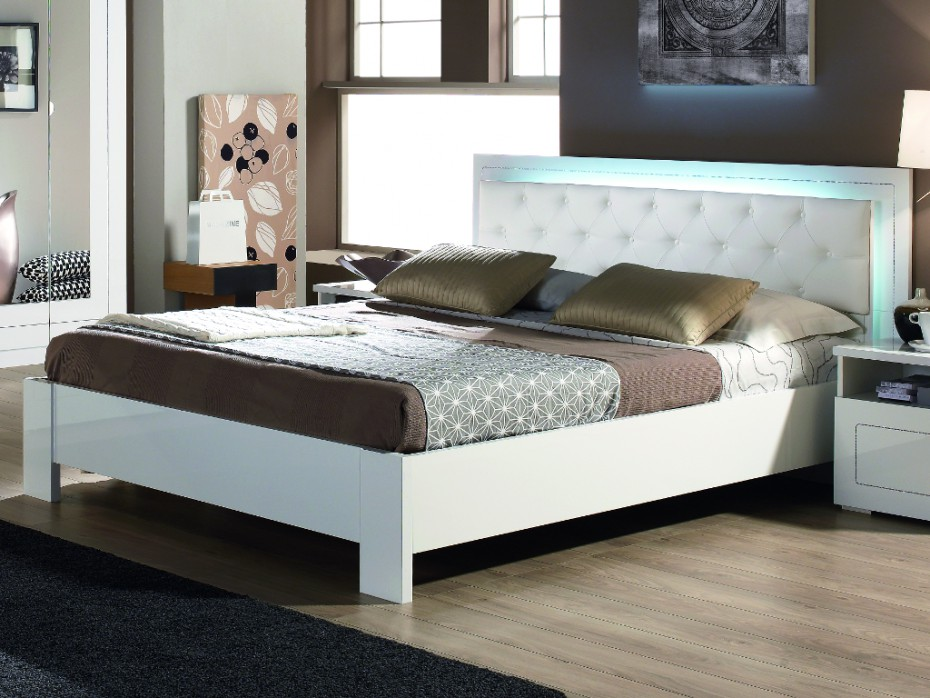 lit alessia capitonn leds strass laqu blanc pas cher lit vente unique ventes pas. Black Bedroom Furniture Sets. Home Design Ideas