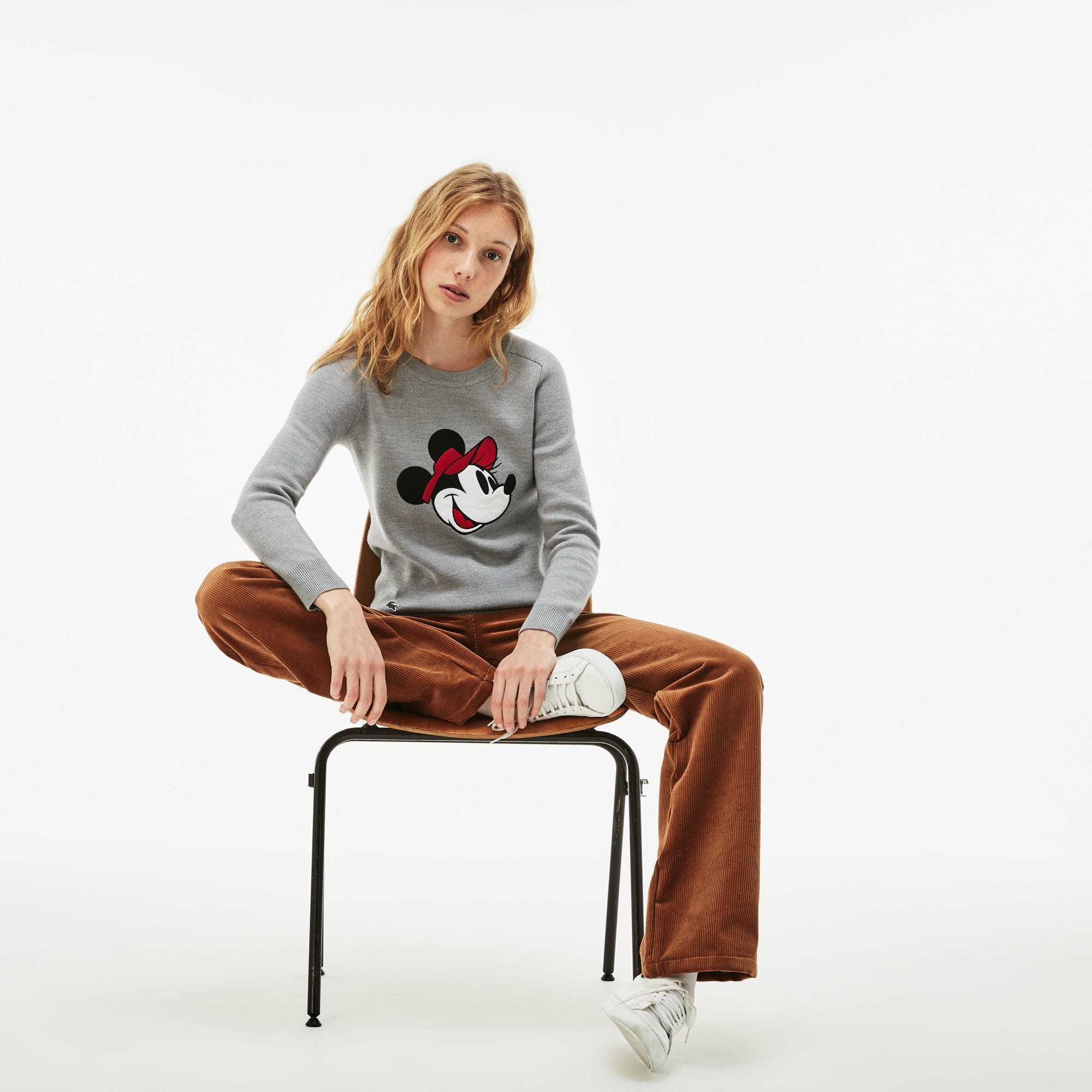 Pull col rond Lacoste avec broderie Minnie Collab Disney