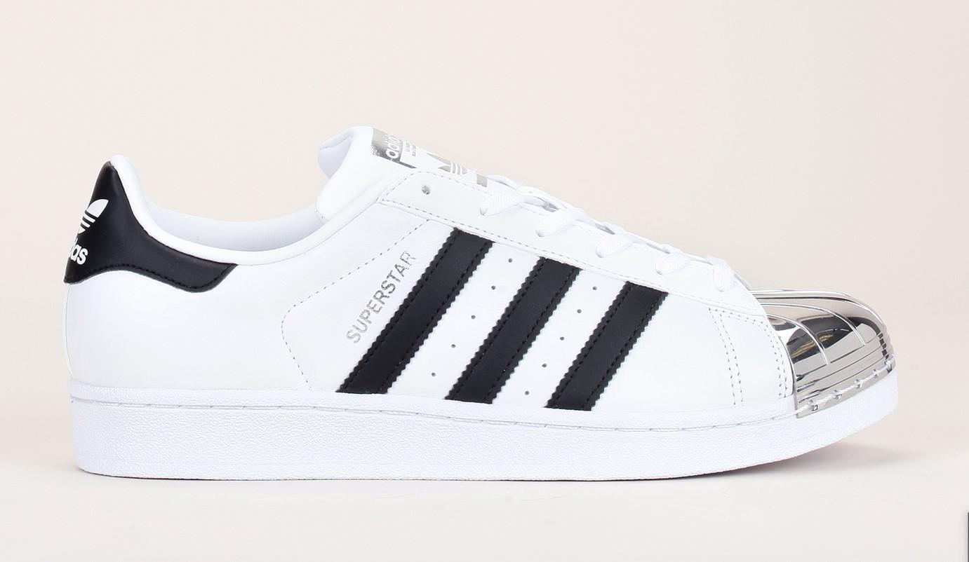 sneakers cuir blanc superstar toe adidas originals bout m tal argent baskets monshowroom. Black Bedroom Furniture Sets. Home Design Ideas